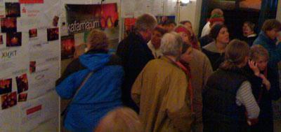 Besucher bei der Nacht der Offenen Kirchen in Kafarnaum